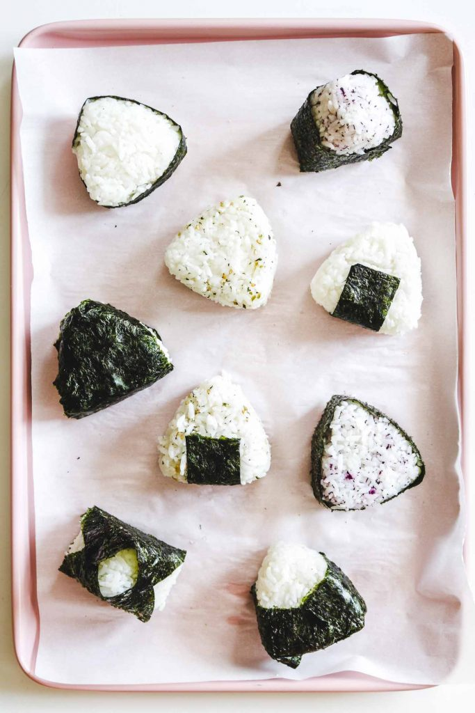 onigiri with seaweed on a tray